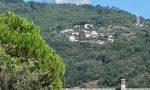 Sei ettari in fiamme a Cogorno, volontari e pompieri in difesa del bosco