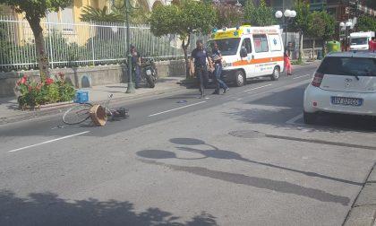 Incidente in corso Italia, si scontrano moto e bicicletta