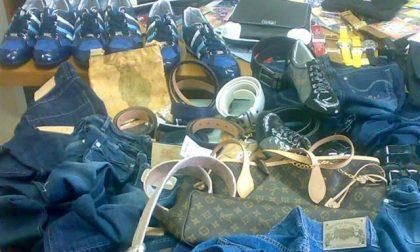 Capi di abbigliamento contraffatti, ambulante nei guai