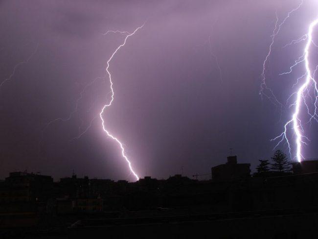 Piogge e temporali: allerta gialla in sette regioni (poi andrà peggio)