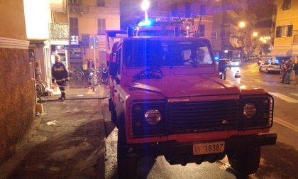 Incendio in un magazzino di via Devoto, intervengono i Vigili del Fuoco di Chiavari
