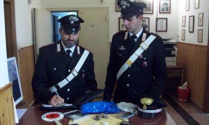 Carabinieri liberi dal servizio scovano 48enne con sette dosi di eroina