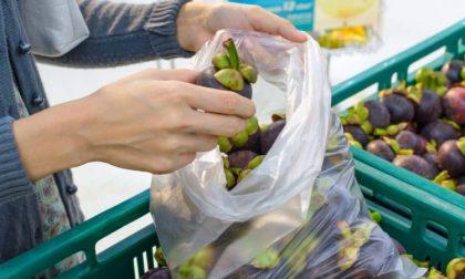 Imbustare frutta e verdura nei sacchetti trasparenti dal 1° gennaio costerà 10 centesimi