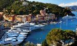 Yacht alla fonda a Portofino abbandona rifiuti, scoperto dalle telecamere