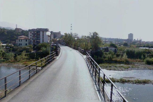 Traffico in tilt per incidente al ponte della maddalena for Ponte sul davanti della casa