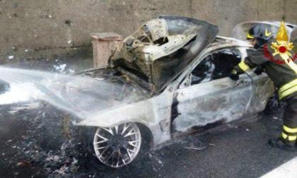 Auto a fuoco sulla A12 tra Chiavari e Sestri Levante