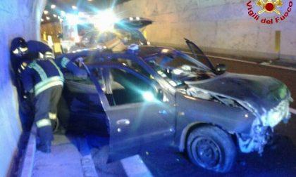 Incidente in A12, estratti dall'auto distrutta una coppia di francesi ed il loro barboncino