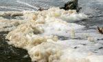 Le mareggiate portano con sé depositi di schiuma: ma non è pericolosa