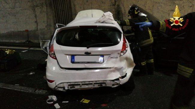 Maxi tamponamento sulla A26: un morto e venticinque feriti