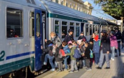 Utilizza una bambina di 6 anni per tentare un furto su un treno. Denunciata donna 65enne
