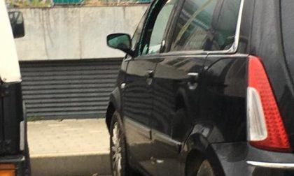 Raid vandalico a Sestri Levante, rotti i vetri delle auto parcheggiate