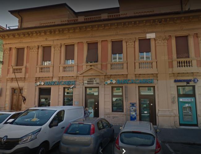 Rapina in banca a Sestri Levante, banditi in fuga