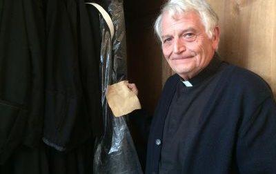 """In scena """"Dante a...Gambateisa"""", la nuova commedia dialettale di prete Rinaldo"""