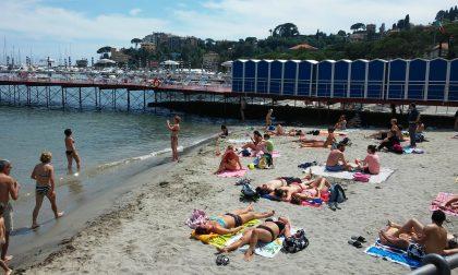 Rubano ai bagnanti in spiaggia, due giovani arrestati