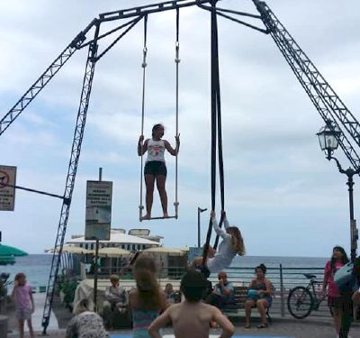 I soresi protagonisti del circo insieme ai turisti