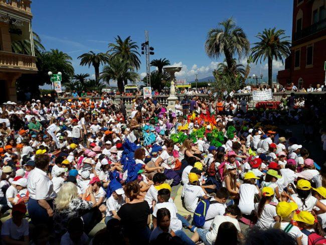 Le foto del corteo dei bambini al Festival Andersen di Sestri Levante