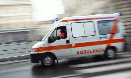 Moconesi, 70enne si ribalta con l'auto