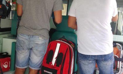 Urinano sull'ambulanza della Croce Rossa, poi si pentono e la vanno a ripulire da cima a fondo