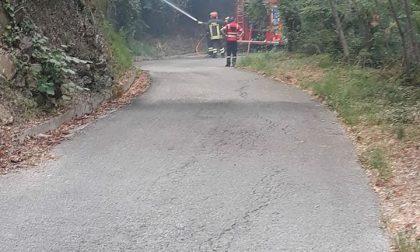 Incendi a Villa Scorza e a Cardini, le bonifiche continueranno anche in serata