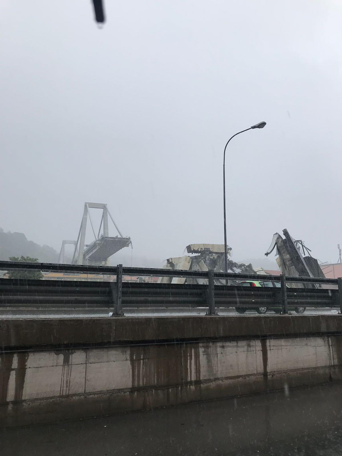 Crollato ponte morandi sulla a10 potrebbero esserci auto coinvolte il nuovo levante - Ikea genova uscita autostrada ...
