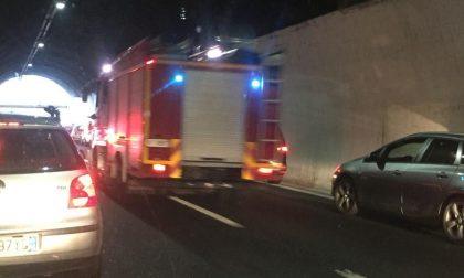 Incidente in autostrada, donna non in pericolo di vita. Quasi 10 km di coda in autostrada