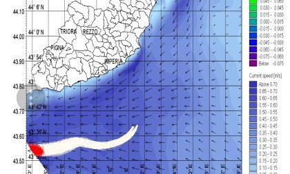 Scontro fra navi, le chiazze di idrocarburi vicine alle coste