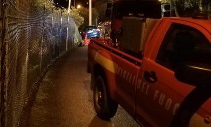 Chiavari, auto finisce fuori strada sfondando la recinzione
