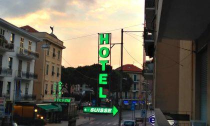 Sestri, a fuoco l'insegna dell'hotel Suisse