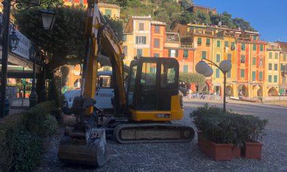 Portofino: sbarcati i mezzi meccanici, oggi iniziano i lavori alla strada provinciale 227