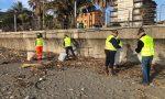 Gli Alpini ripuliscono le spiagge di Chiavari
