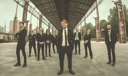 In piazza Mazzini l'energia della Bandakadabra Brass band
