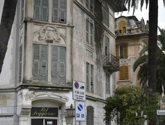 Rapallo, sorpreso senzatetto all'interno degli ex alberghetti