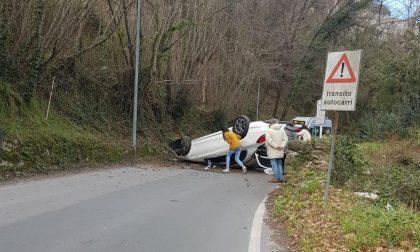 Auto si ribalta a Rapallo, tre feriti