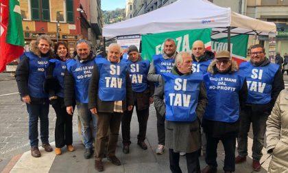 """Rapallo, in piazza i """"gilet azzurri"""" di Forza Italia"""