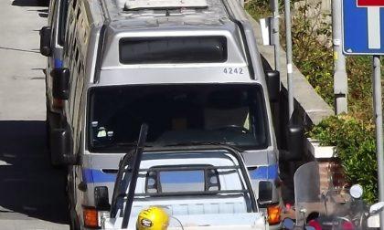 Morta la donna che cadde dal bus a Sori: tre indagati in Atp per omicidio colposo