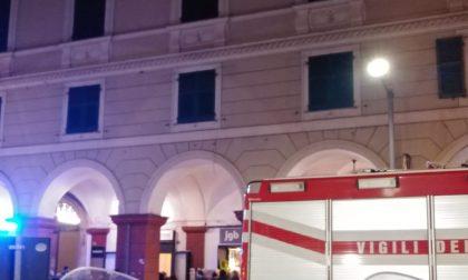 Si barrica in casa e minaccia di uccidersi, salvato dai pompieri