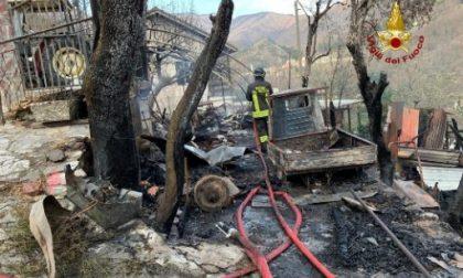 Incendio in un ricovero con attrezzi agricoli