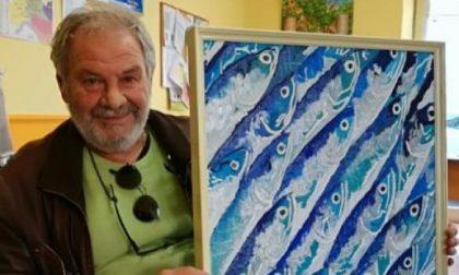 Mino Alessio, il medico artista che dipinge il mondo sommerso (anche) con le siringhe