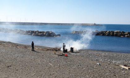 Chiavari: si può bruciare il materiale ligneo sulle spiagge