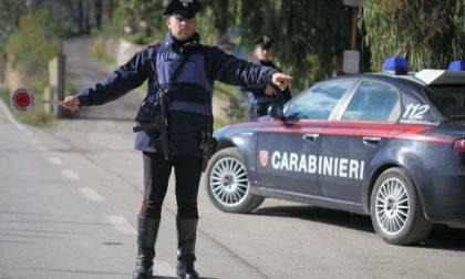 Non si ferma all'alt e poi aggredisce i carabinieri: arrestato