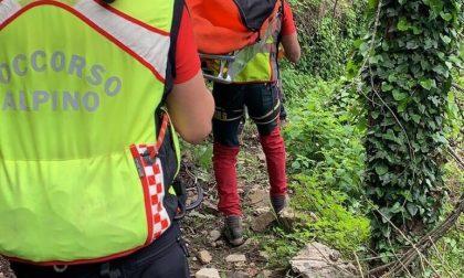 Scivola su un sentiero a Camogli, soccorsa