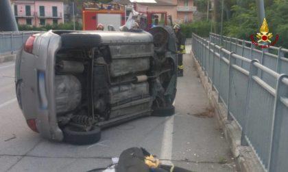 Auto si ribalta a Ponte di Gaggia