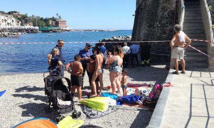 Incidente in spiaggia a Rapallo, il ragazzino resta in coma farmacologico