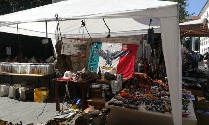 Bandiera di Salò al mercatino di Chiavari, esplode la polemica