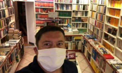 """""""I libri sono essenziali, non noi! Libreria chiusa ma servizio attivo"""""""
