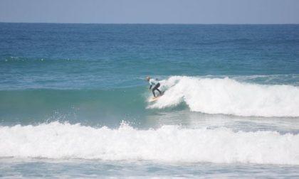 Recco: acque interdette alla balneazione, la Polizia Locale allontana i surfisti