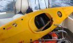 Perde il controllo della canoa e viene soccorso