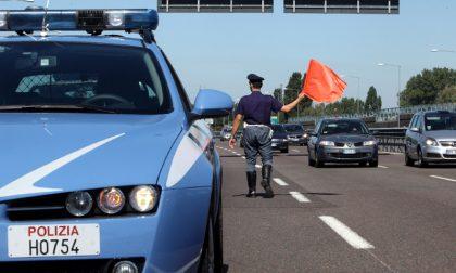 Migranti a piedi sull'autostrada, fermati dalla Polizia