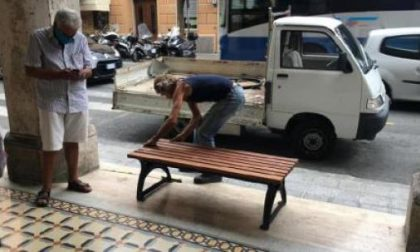 Nuove panchine in centro