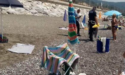 """""""Furbetti"""" dell'ombrellone a Lavagna, interviene la Polizia"""